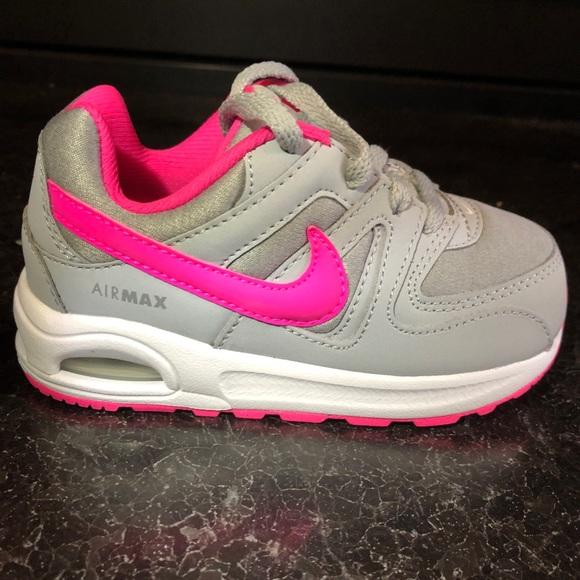 7020904b36c4 NWOT Nike Toddler Air Max Command Flex Sneaker. M 5bf58ed32beb79f90b430ff7
